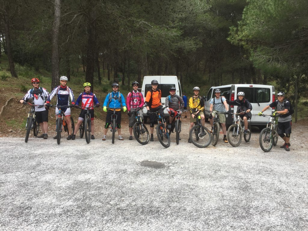 Coín Woods group photo with vans behind