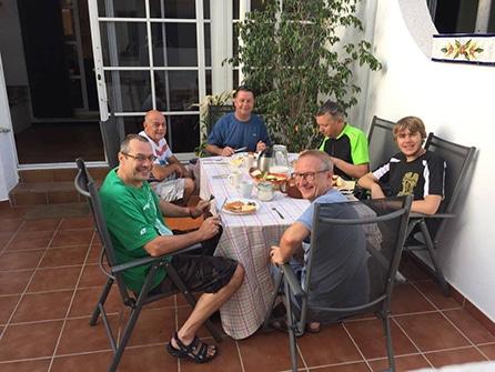 Sierra MTB breakfast outside front garden