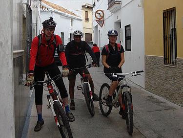 Alhaurin El Grande mountain bikers posing