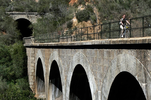 Via Verde de la Campiña crossing over aqueduct bridge