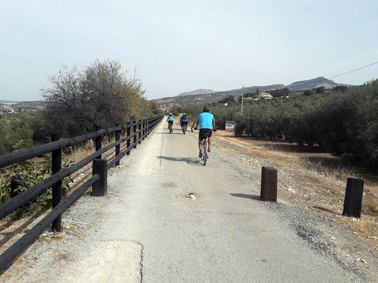 Via Verde del Aceite dirt road before bridge
