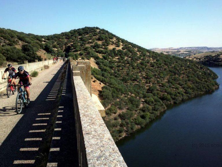 Via Verde del Aceite cycling over the viaduct bridge