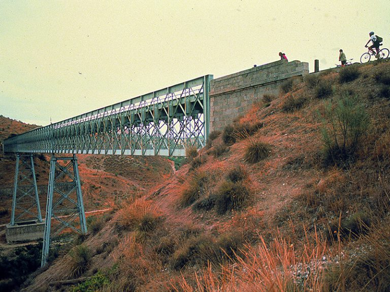 Via Verde del Aceite view before the viaduct bridge