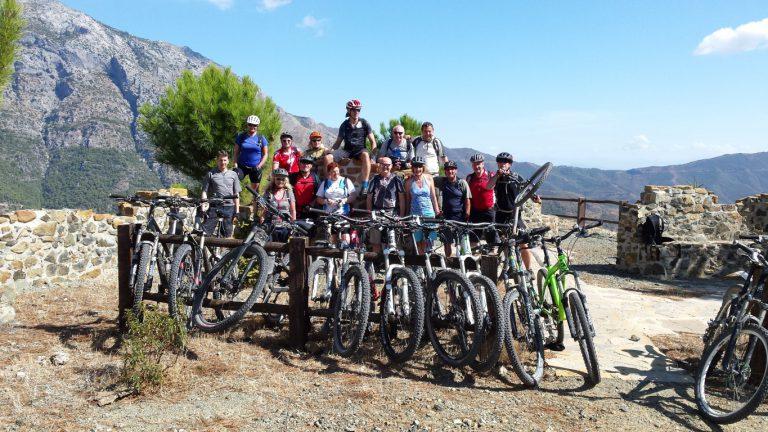 Serranía de Ronda big group with bikes at viewpoint