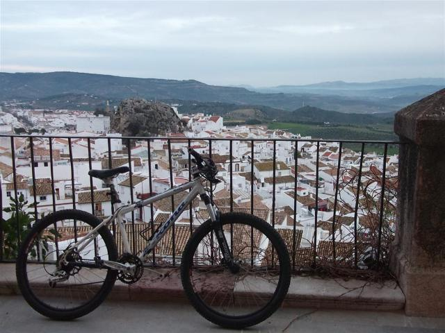 Via Verde de la Sierra bike photo at viewpoint over village