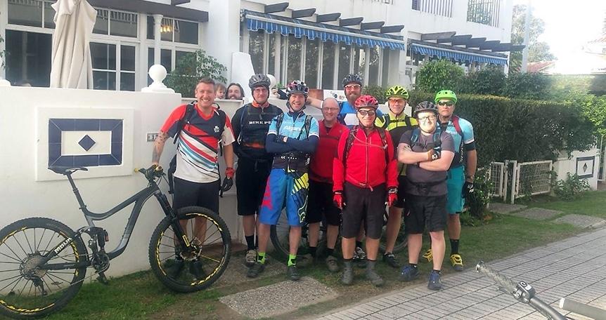 Sierra MTB group photo in front of Breakfast House