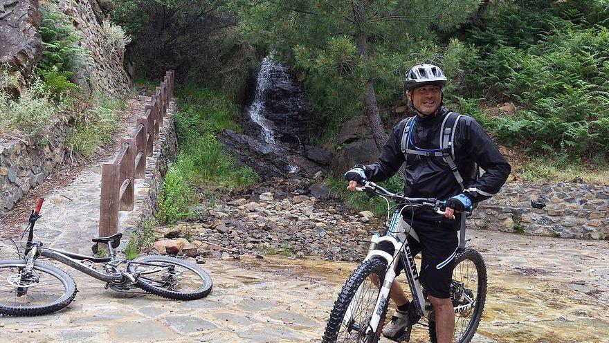 Ronda Descent happy rider enjoying the waterfall