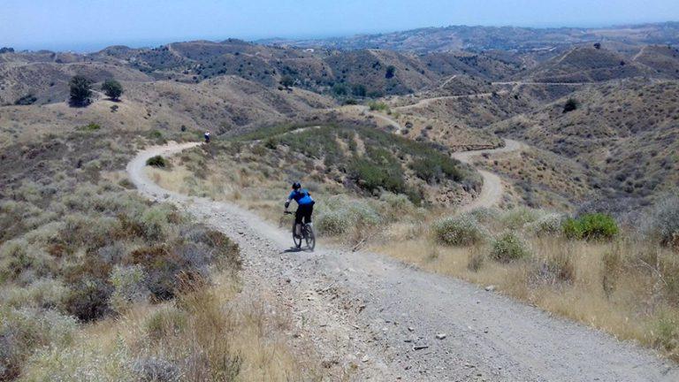 Valtocado wide dirt road descent