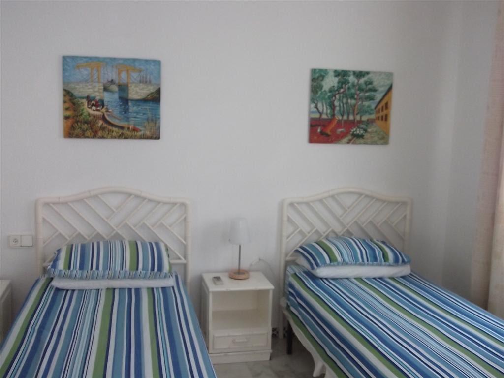 Garden house room 1