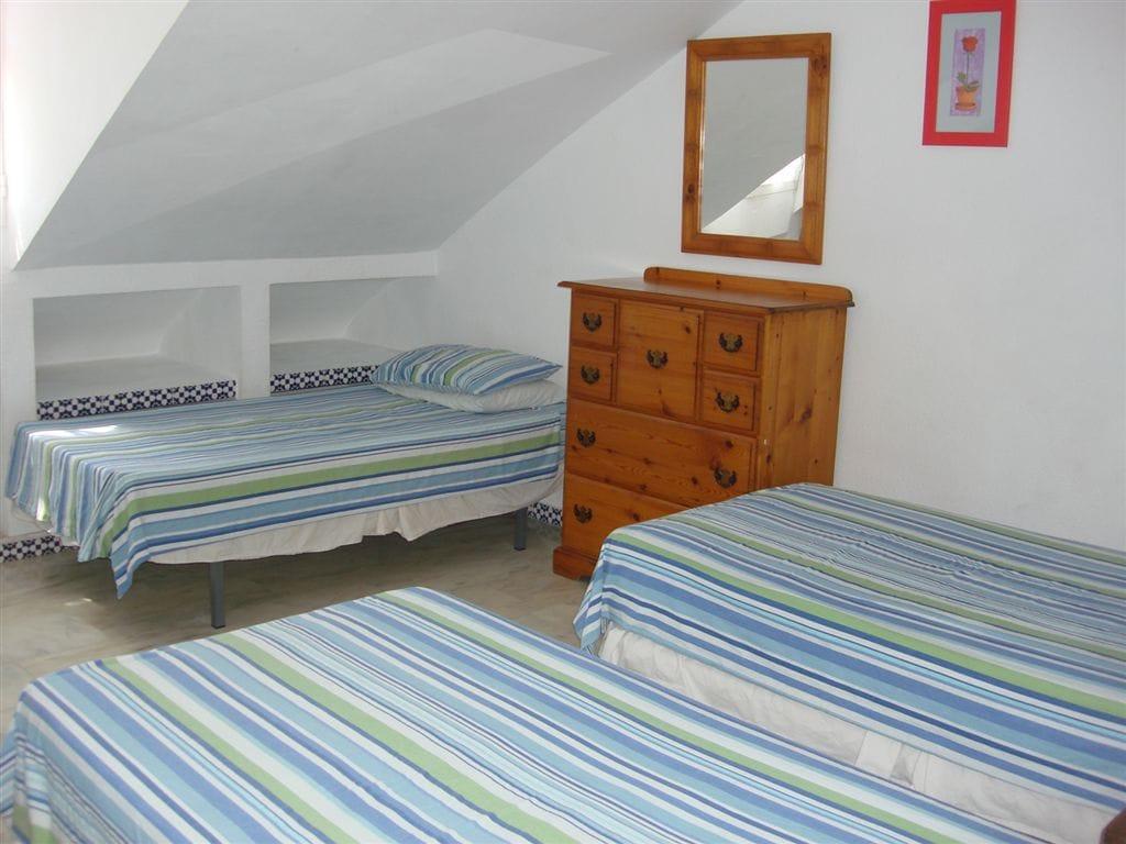 Garden house room 4